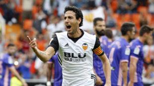 Parejo celebra su gol de falta en Mestalla.