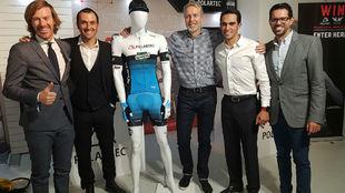 Lorenzo Negri, Iv�n Basso, Gary Smith, Alberto y Fran Contador, con...