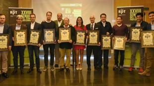 Los premiados, con sus galardones.