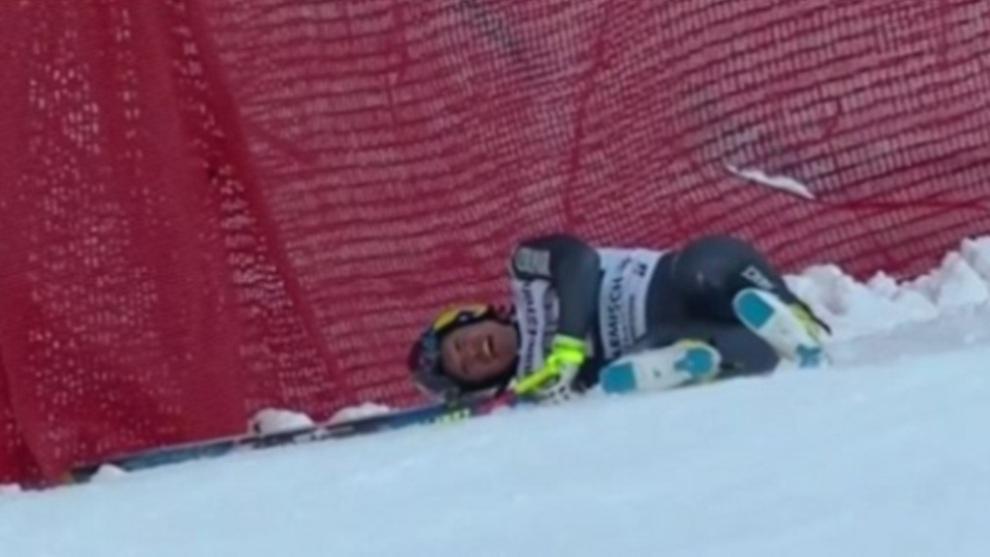 Valentin Giraud Moine acabó contra las vallas tras su caída en el...