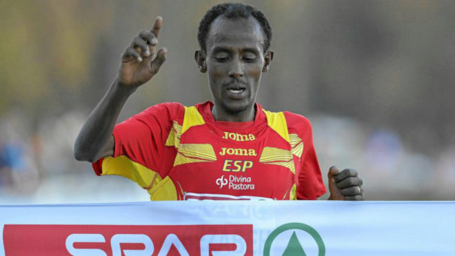 Alemayehu Bezabeh entra en meta en el Europeo de Cross de 2013.