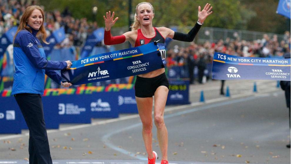 Shalene Flanagan, en el instante de cruzar la meta del Maratón de...