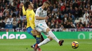 Benzema perdona delante de Lizoain.