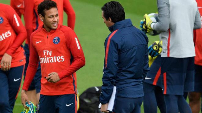Emery y Neymar, durante un entrenamiento del PSG.