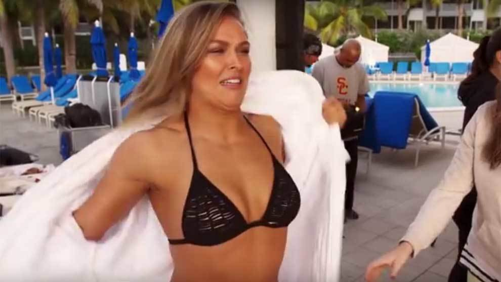 Making of del destape de Ronda Rousey para el Swinsuit de Sports...