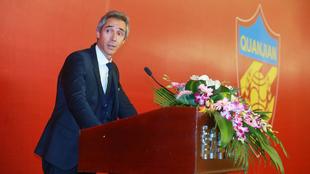 Paulo Sousa (47), en su presentación como nuevo entrenador del...