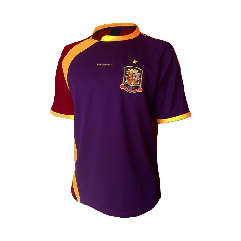 dfdf43dd086b8 Selección de España  La camiseta de España de la polémica  ¿Azul o ...