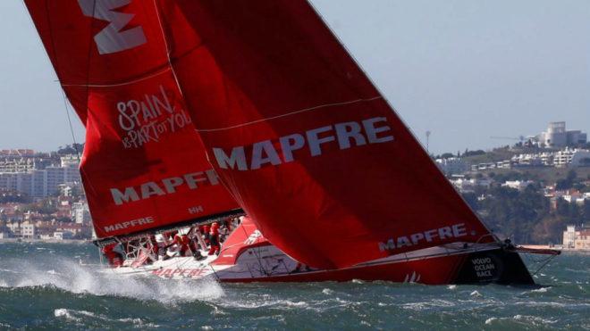 El Mapfre durante la regata en puerto de la Volvo Ocean Race en...