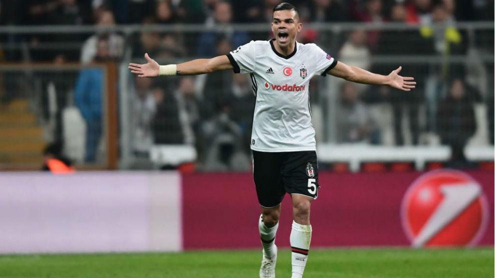 Pepe durante un partido con el Besiktas