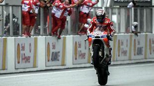 Andrea Dovizioso, piloto de Ducati, celebra su victoria en Sepang