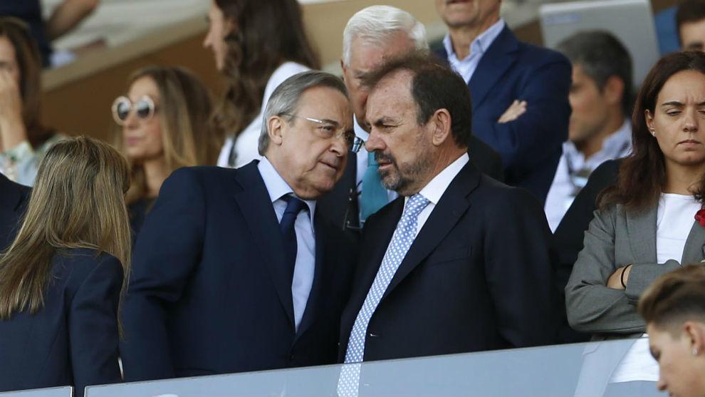 Ángel Torres junto a Florentino Pérez
