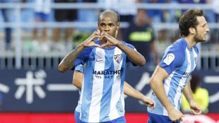 Rolan (24) celebra tras marcar ante el Athletic en La Rosaleda