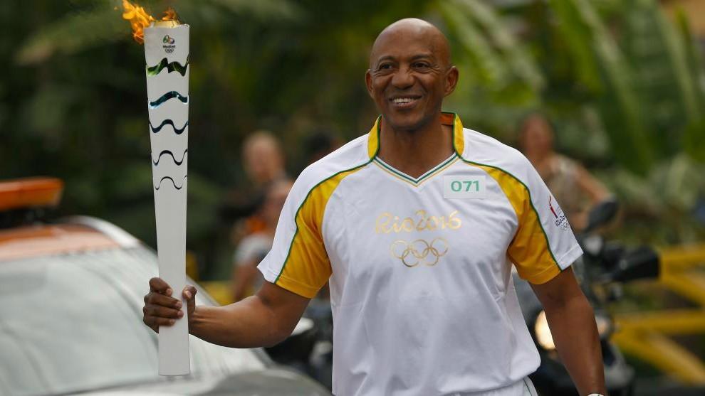 Fredericks porta la antorcha olímpica en los Juegos de Río