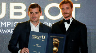 Casillas recoge el Golden Foot.