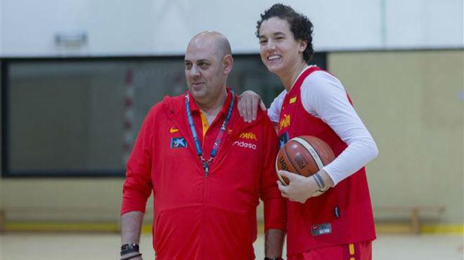 Lucas Mondelo y Laura Nicholls durante el entrenamiento de la...