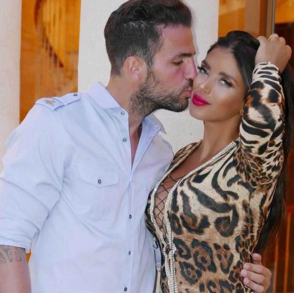 Cesc Fábregas besando a Daniella Semaan en el Día de San Valentín