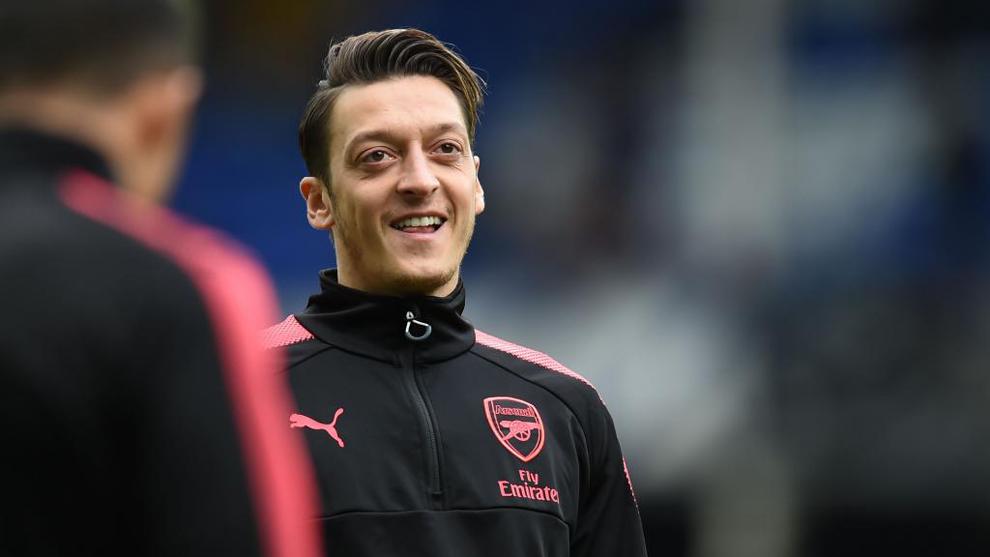 Mesut Özil (29) sonríe durante un entrenamiento