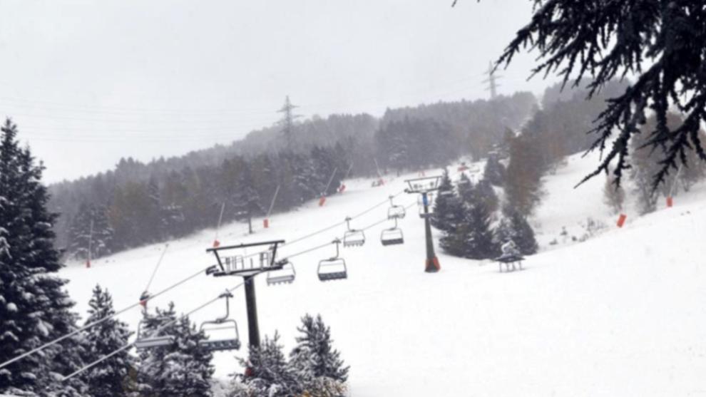 La primera nevada en la estación aranesa ha dejado más de 40 cm de...