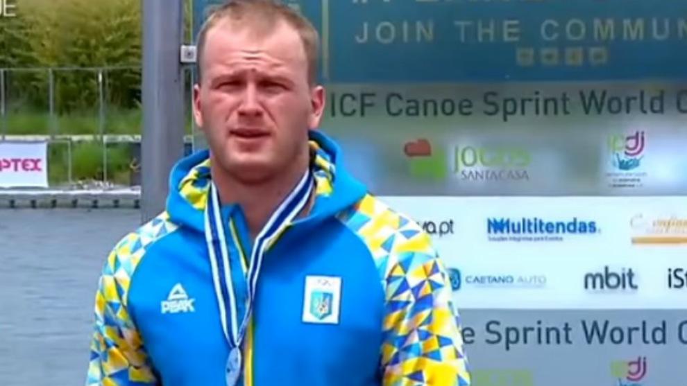 Trunov, con una de las medallas que tendrá que devolver