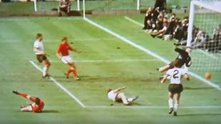 Uno de los goles de Geoff Hurst en el Mundial de 1966