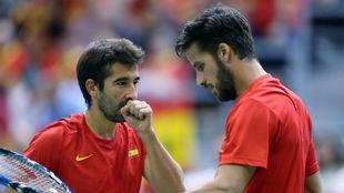 Marc L�pez y Feliciano L�pez en un partido de Copa Davis.