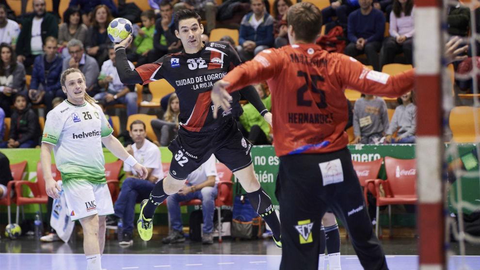 Ángel Fernández lanza para batir a Sergey Hernández.