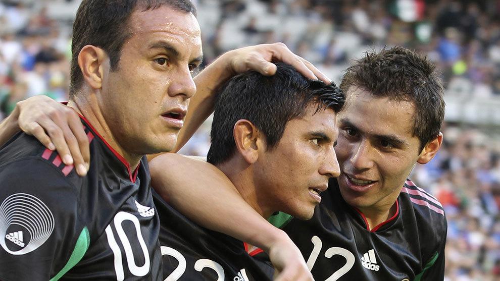 Cuauhtémoc Blanco, Alberto Medina y Paul Aguilar en el amistoso ante...