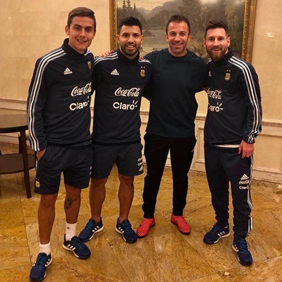 Paulo Dybala, Kun Agüero, Del Piero y Leo Messi