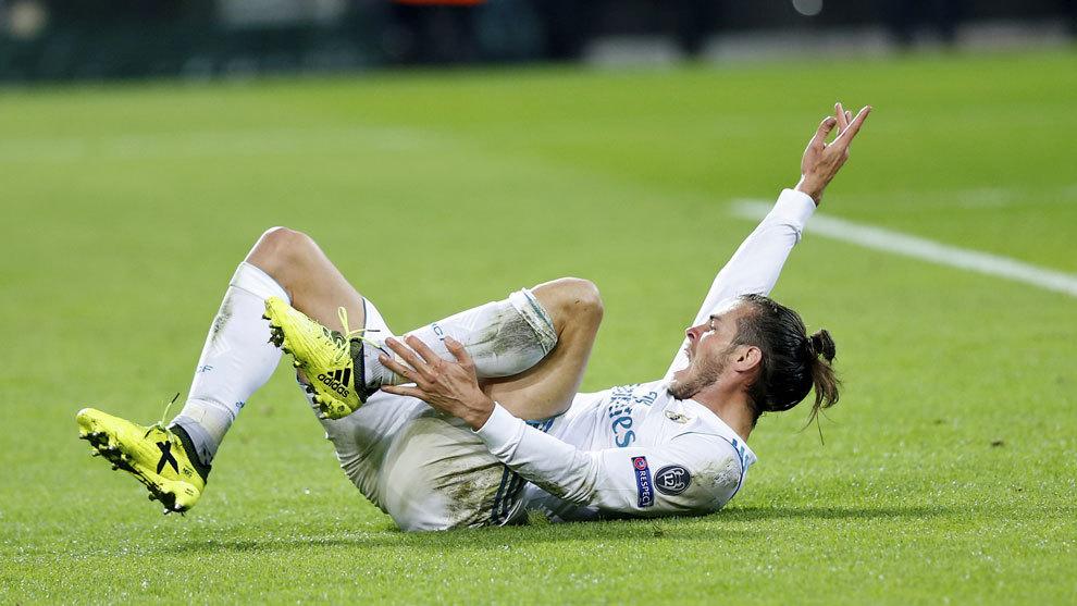 Bale se duele en el partido contra el Borussia