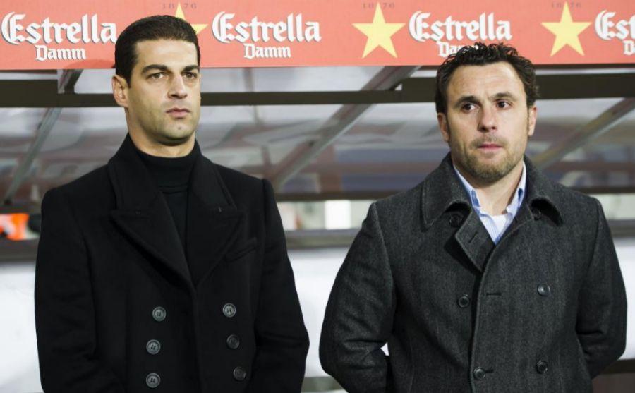Sergio González y Gerard López en el banquillo catalán