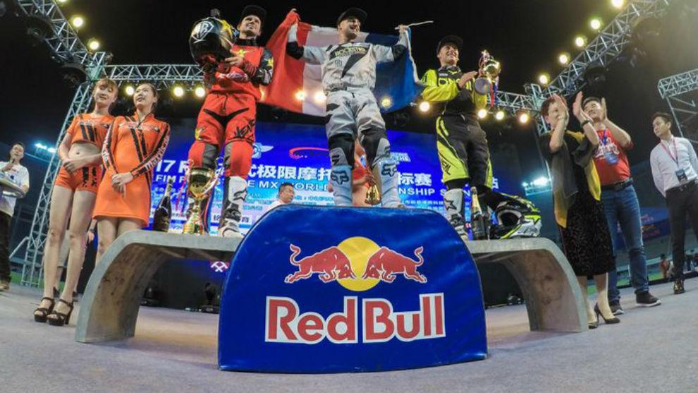 Libor Podmol, David Rinaldo y Maikel Melero en el podio de Shenzhen
