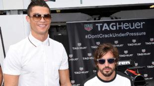 Cristiano Ronaldo posa con Fernando Alonso.