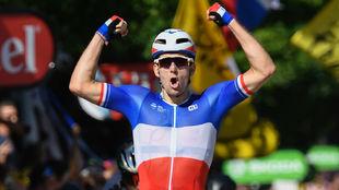 Arnaud D�mare celebra el triunfo en la cuarta etapa del pasado Tour...