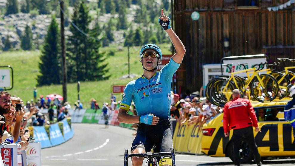 Jakob Fuglsang dedica a Scarponi una victoria en el Dauphiné.
