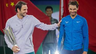 Federer y Nadal bromean en una entrega de premios