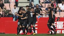 Los jugadores del Sevilla Atl�tico celebran un tanto.