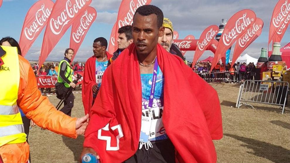 Getaneh Molla tras cruzar la línea de meta.