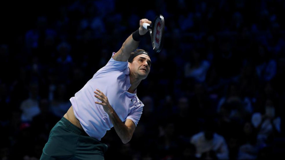 Federer, en el momento del saque
