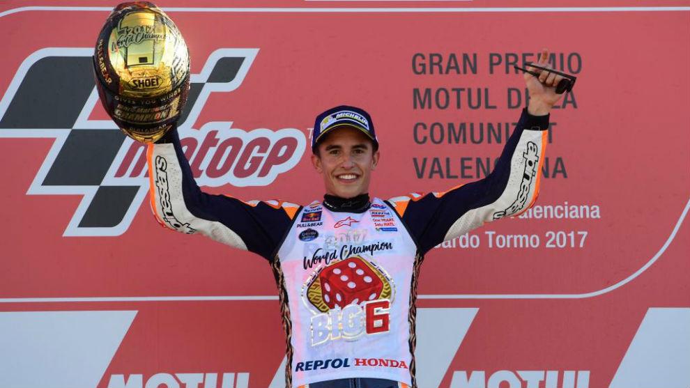 Marc Márquez en el podio de cheste