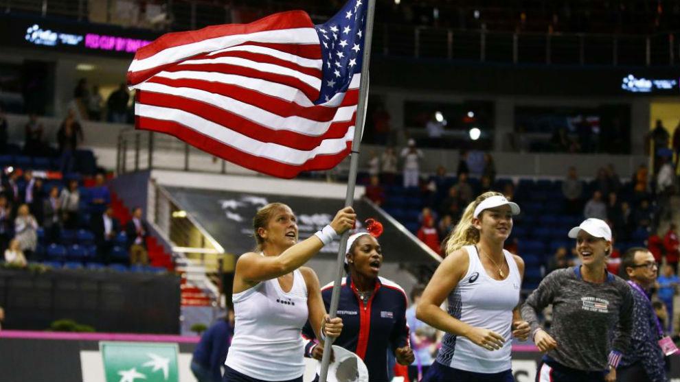 Rogers y Vandeweghe, con la bandera estadounidense