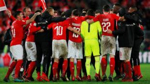Los jugadores de Suiza celebran el pase