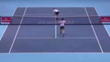 Federer no quiso golpear al culo de Sock pese a la insistencia del americano