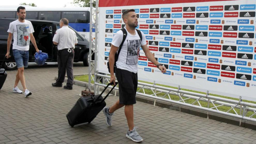 Jordi Alba, llegando a una concentración con España.