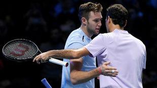 Sock y Federer se abrazan