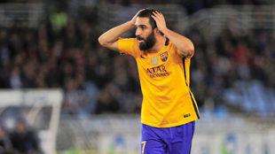 Arda Turan, durante un partido con el Barcelona.