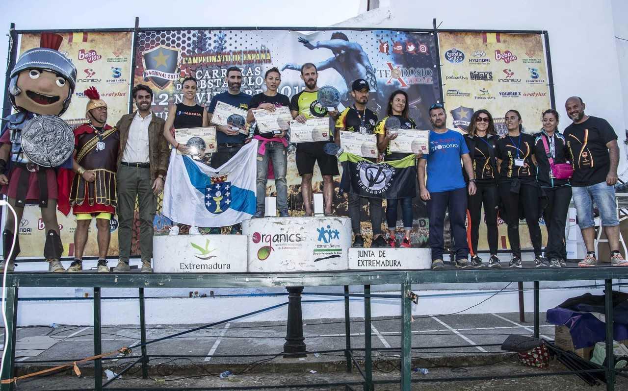 El podio con los ganadores