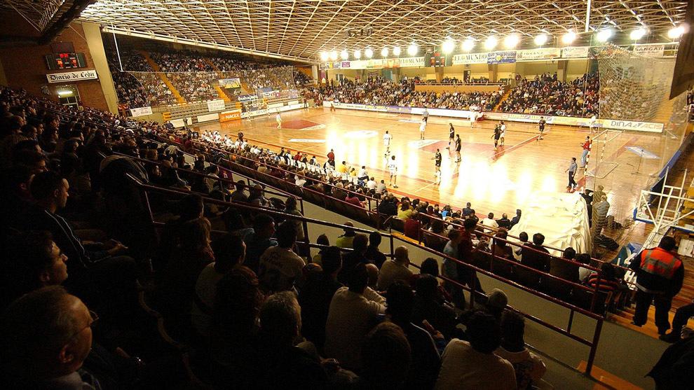 El Palacio de los Deportes de León en un partido del Ademar