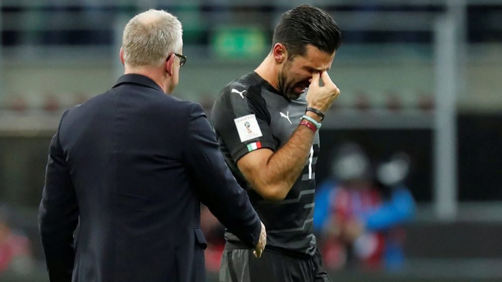 Buffon durante su último partido con la selección italiana
