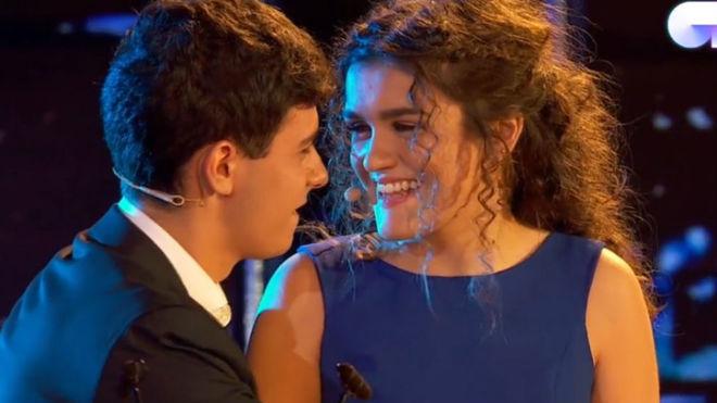 Alfred y Amaia durante la actuación
