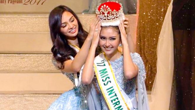 La indonesia Kevin Lilliana en el momento de recibir la corona.